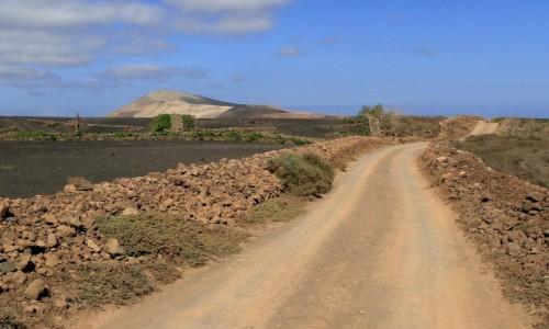 HISZPANIA / Wyspy Kanaryjskie / Lanzarote / Początek drogi do Caldera Blanca.