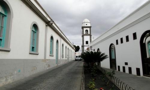 HISZPANIA / Wyspy Kanaryjskie / Lanzarote / Wspomnienie z Lanzarote - uliczka w Arrecife