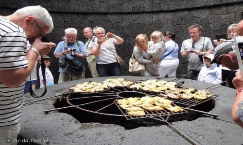HISZPANIA / Wyspy Kanaryjskie - Lanzarote / Park Narodowy Timanfaya / Fascynacja kurczaczymi udami?