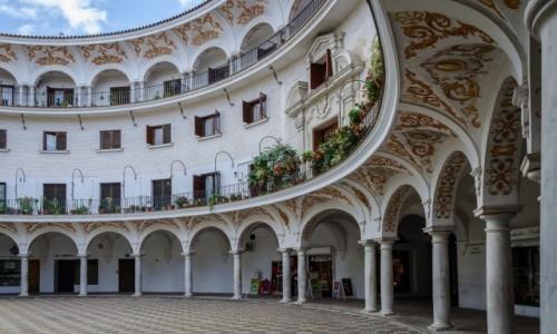 Zdjecie HISZPANIA / Andaluzja / Sevilla / malowany dom...