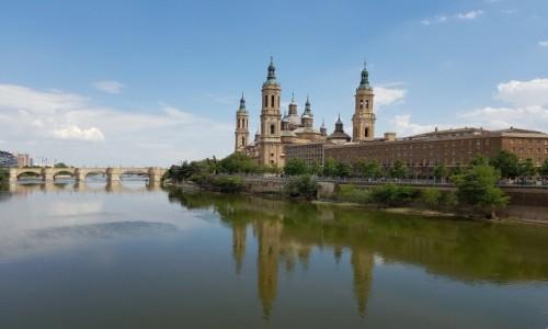 Zdjecie HISZPANIA / Aragonia / Saragossa / W wodach Ebro