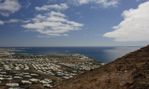 Zdjecie HISZPANIA / Wyspy Kanaryjskie - Lanzarote / Montana Roja / spojrzenie na Playa Blancę