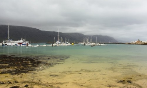 Zdjecie HISZPANIA / Wyspy Kanaryjskie/ Archipelag Chinijo / Graciosa / port w Caleta Del Sebo