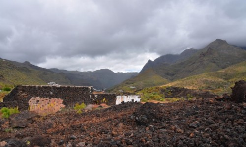Zdjęcie HISZPANIA / Gran Canaria / Maipes de Agaete / Widok na nekropolię w Maipes