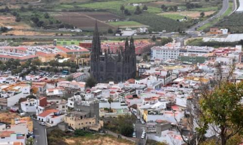 HISZPANIA / Gran Canaria / Góra Arucas / Widok na kościół św. Jana Chrzciciela w Arucas