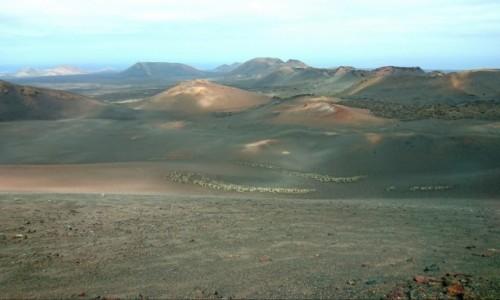 Zdjecie HISZPANIA / Wyspy Kanaryjskie / Lanzarote / Wulkaniczny krajobraz w Parku Narodowym Timanfaya