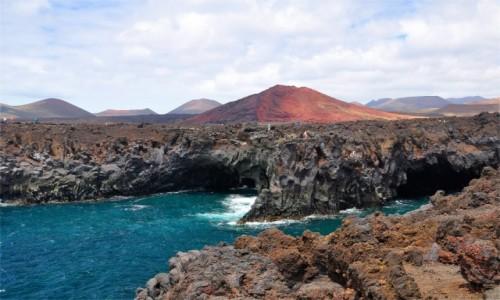 HISZPANIA / Wyspy Kanaryjskie / Lanzarote / Los Hervideros - oblicze Lanzarote w całej okazałości