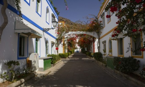 Zdjecie HISZPANIA / Wyspy Kanaryjskie - Gran Canaria / Puerto de Mogan / kolorowe i ukwiecone