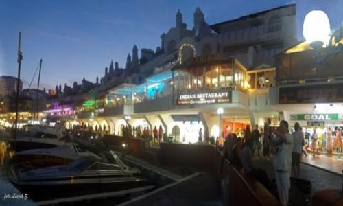 Zdjecie HISZPANIA / Costa del Sol. / Benalmadena. / Porta Marina nocą.