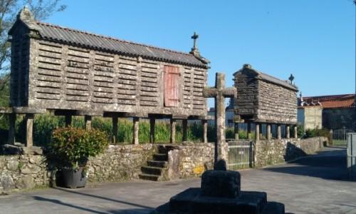 HISZPANIA / Galicja / Olveiroa / Kamienne horreo, suszarnia do zboża i ziół