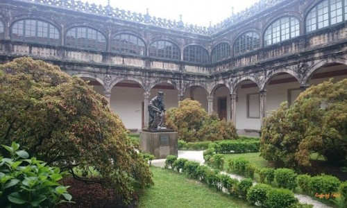 Zdjęcie HISZPANIA / Galicia / Santiago de Compostela / Dziedziniec uniwersytetu