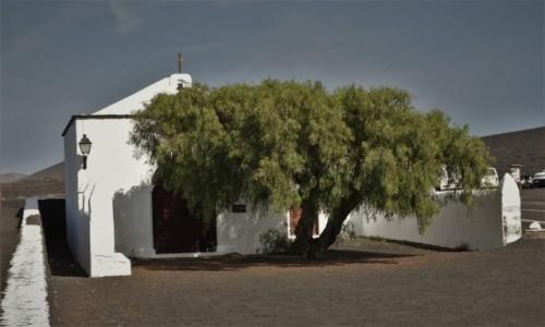 Zdjecie HISZPANIA / Wyspy Kanaryjskie / Parque Nacional de Timanfaya / Lanzarote, kapliczka