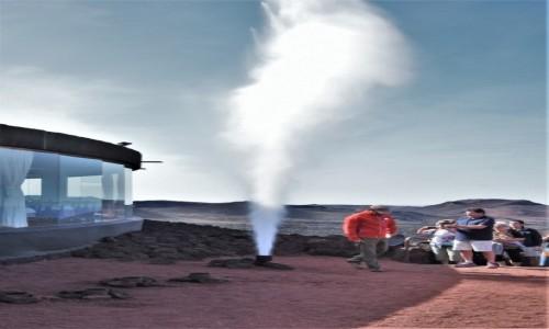 Zdjecie HISZPANIA / Wyspy Kanaryjskie / Woda wlana w głąb rozgrzanej ziemi / Lanzarote, Parque Nacional de Timanfaya