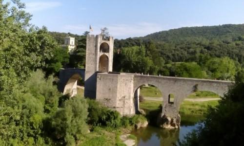 HISZPANIA / Katalonia / Besalú / Most w Besalú