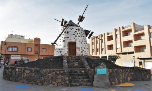 Zdjecie HISZPANIA / Fuertaventura / Corralejo / Corralejo, zabytkowy młyn