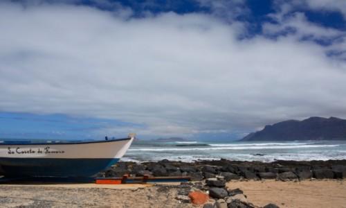 Zdjecie HISZPANIA / Wyspy Kanaryjskie - Lanzarote / Caleta de Famara / biało-niebesko