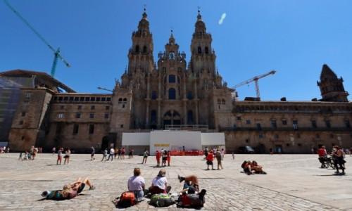 Zdjecie HISZPANIA / Galicia / Santiago de Compostela / Na placu przed katedrą w Santiago de Compostela