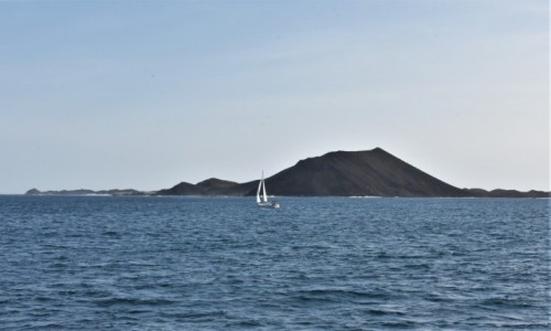 HISZPANIA / Fuertaventura / Corralejo / Lobos, widok z Corralejo