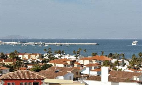 HISZPANIA / Fuertaventura / Corralejo / Corralejo, widok na port