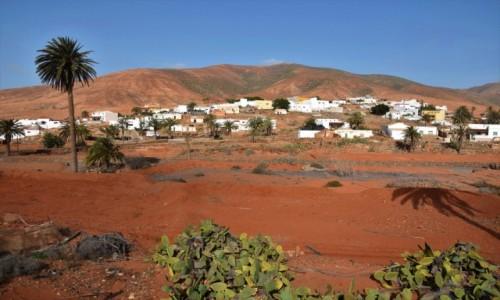 Zdjecie HISZPANIA / Fuertventura / interior / Miasteczko pośród kolorów puccoli
