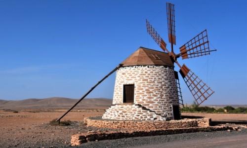 Zdjecie HISZPANIA / Fuertventura / interior, widziane po drodze do Los Molinos / Po drodze do Los Molinos
