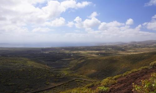 Zdjecie HISZPANIA / Wyspy Kanaryjskie / u podnóża wulkanu La Corona / wulkaniczne krajobrazy Lanzarote
