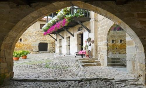 Zdjecie HISZPANIA / Kantabria / Santillana del Mar / Współczesność w historycznej oprawie