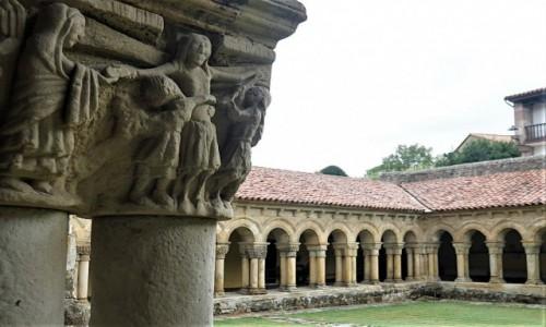 Zdjecie HISZPANIA / Kantabria / Santillana del Mar / Urokliwy krużganek w stylu romańskiM