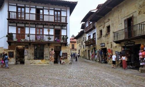 Zdjecie HISZPANIA / Kantabria / Santillana del Mar, Colegiata de Santa Juliana / W średniowiecznej scenerii