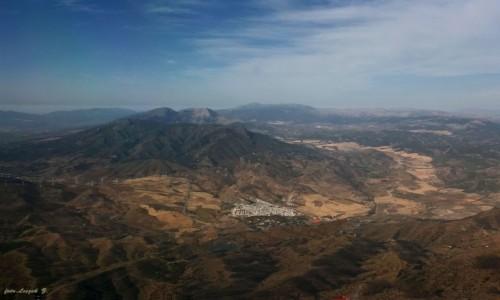 Zdjecie HISZPANIA / Costa del Sol. / Malaga. / Pasmo górskie  Sierra de Mijas - z góry widać więcej.