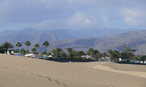 Zdjecie HISZPANIA / Wyspy Kanaryjskie / Gran Canaria / Wydmy Maspalomas - widok na i góry