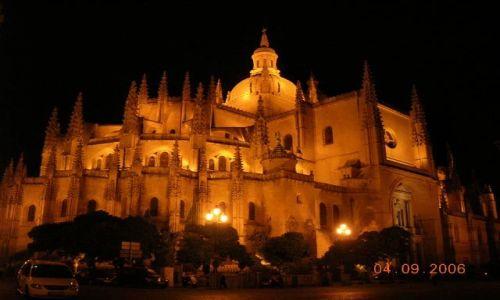HISZPANIA / Kastylia - Leon / Segovia / Katedra nocą