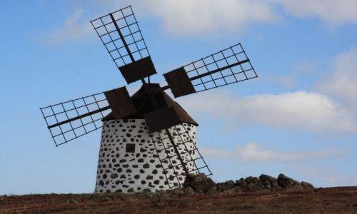 Zdjecie HISZPANIA / Fuerteventura / Villawerde / Wiatrak w Villa