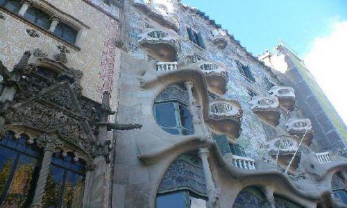 Zdjecie HISZPANIA / Barcelona / Barcelona / Kamienica wg Gaudiego