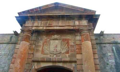 Zdjecie HISZPANIA / Barcelona / Wzgórze Montjuic / Fragment fasady Zamku na Montjuinc