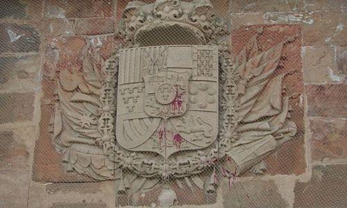 Zdjecie HISZPANIA / Barcelona / Wzgórze Montjuic / Element fasady zamku. Przywodzi na myśl jego krwawą historię.