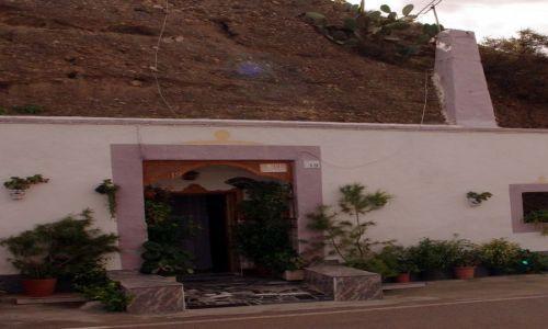 Zdjęcie HISZPANIA / Andaluzja / Almeria / Drzwi do wnętrza góry