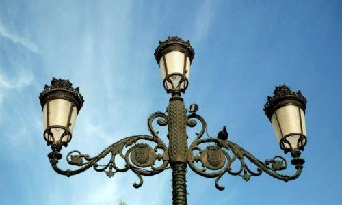 Zdjecie HISZPANIA / Gran Canaria / las Palmas - Plaza de Santa Ana / Latarnia z gołąbkiem na placu Św. Anny