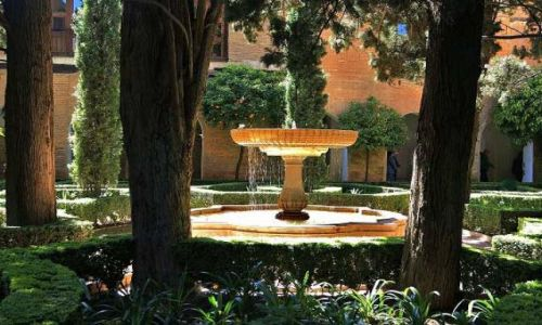 Zdjęcie HISZPANIA / Andaluzja - Granada / Alhambra / Fontanna na Placu Patio de Lindaraja