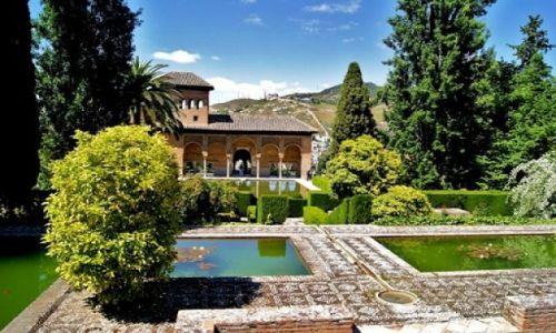 Zdjęcie HISZPANIA / Andaluzja - Granada / Alhambra / Piękne dziedzińce Alhambry.