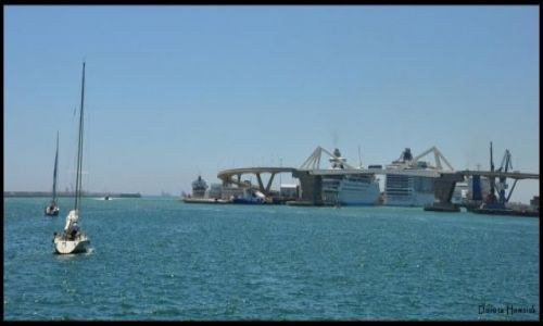 HISZPANIA / Katalonia / Barcelona / Widok na zatokę ...