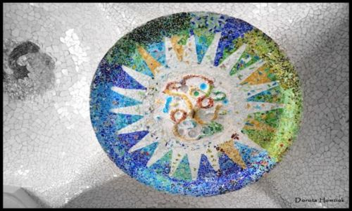 HISZPANIA / Katalonia / Barcelona / Mozaiki w Parku Guell