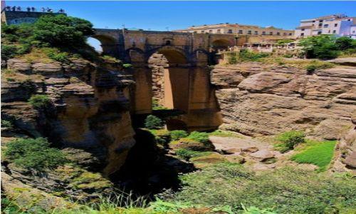 Zdjecie HISZPANIA / Andaluzja - Ronda / Puente Nuevo / Turyści  na platformie widokowej Nowego Mostu