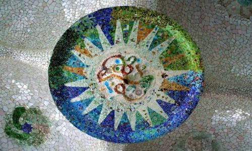 HISZPANIA / Katalonia / Barcelona / Mozaika w Parku Guell