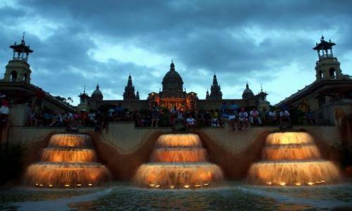 HISZPANIA / Katalonia / Barcelona / Kaskada przed pałacem
