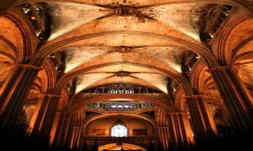 HISZPANIA / Katalonia / Barcelona / Wnętrze gotyckiej katedry