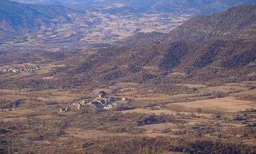 Zdjęcie HISZPANIA / Pireneje / kilkadziesiąt kilometrów za Saragossą / domki w dolinie