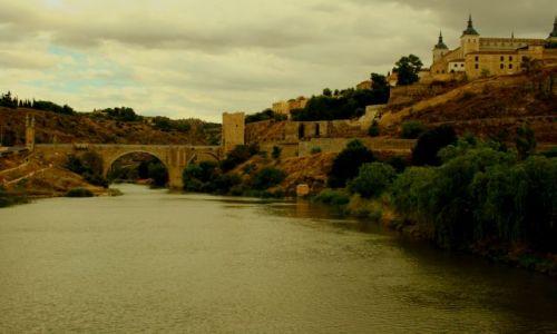 Zdjęcie HISZPANIA / La Mancha / Toledo / Toledo widok  z mostu