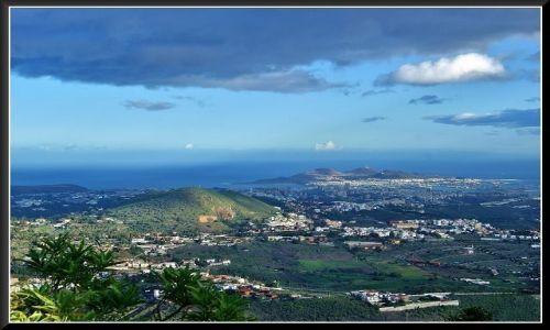 Zdjęcie HISZPANIA / Wyspy Kanaryjskie / Gran Canaria / W dole - Las Palmas de Gran Canaria