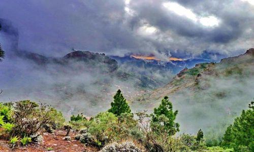 HISZPANIA / Gran Canaria / pi / Górki we mgle z Pico de Las Nieves